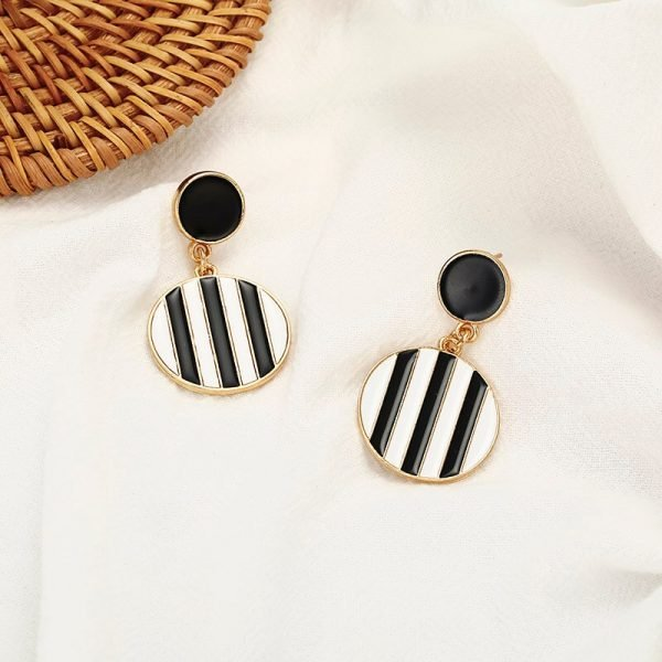 15336 f7b94d 600x600 - Charm Hollow Geometric Pendant Earrings