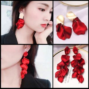 24164 4c9ab5 300x300 - Korean New Fashion Temperament Alloy Women Pendant Earrings Sexy Rose Petals Long Tassel Earrings Women Jewelry Red Earrings